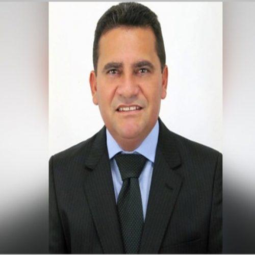 Prefeito do Sul do Piauí sofre atentado na porta de casa e é salvo pela mulher