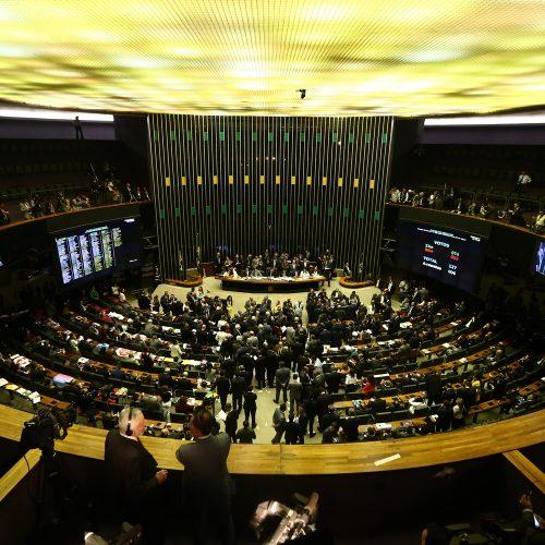 Câmara dos Deputados: projeto criminaliza apologia à ditadura
