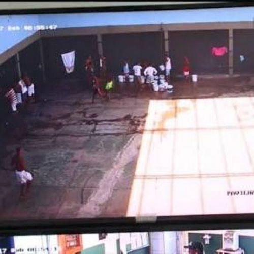 No maior presídio do Piauí, 60 presos ficam soltos em ginásio sem grades