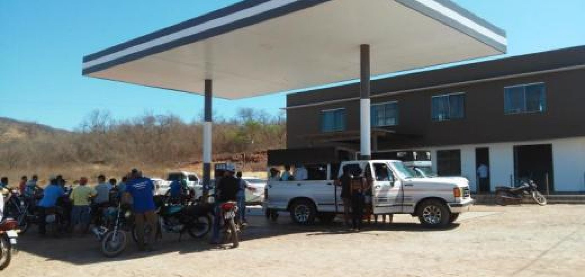 Posto de combustíveis recém inaugurado é alvo de assaltantes no interior do Piauí