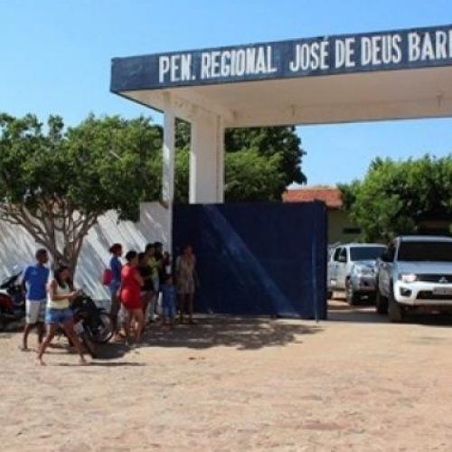 Em greve, agentes penitenciários de Picos não recebem presos na Penitenciária José de Deus Barros