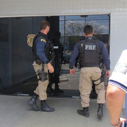Policial preso por propina é solto e atuará em área administrativa da PRF