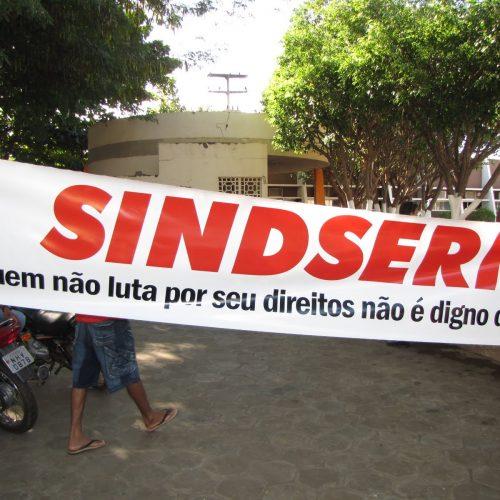 Servidores municipais de Picos paralisam atividades na terça-feira (19)