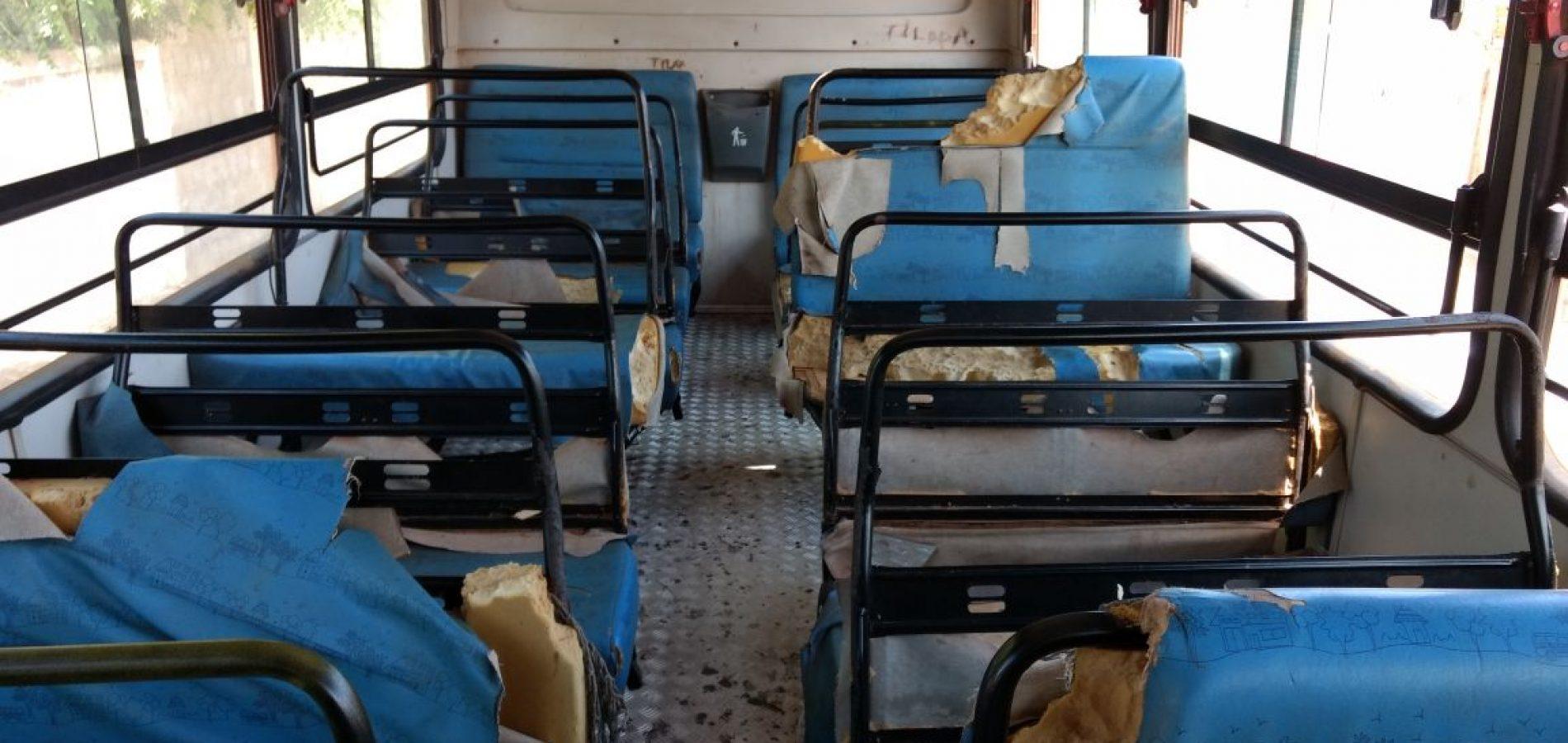 Transporte escolar circula completamente deteriorado no interior do Piauí