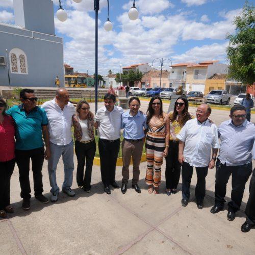 Wellington Dias entrega praça e pavimentação asfáltica em Francisco Santos