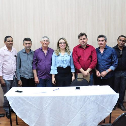 Lideranças políticas se reúnem com a deputada Rejane Dias e reivindicam investimentos para Padre Marcos