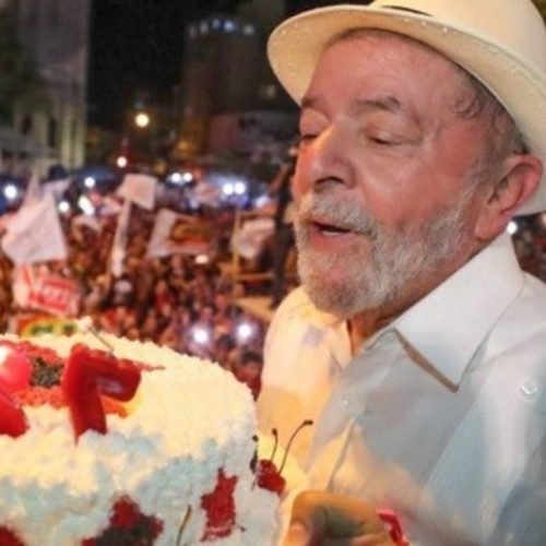 """Lula diz que não é aos 72 que irá roubar para """"envergonhar milhões"""""""