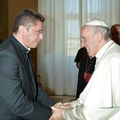 Padre Wagner se encontra com o Papa e revela sua emoção em falar com o pontífice