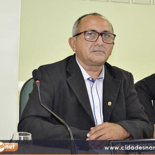 JAICÓS | Vereador Divino solicita construção de galerias para escoamento de água em frente ao Hospital Florisa Silva