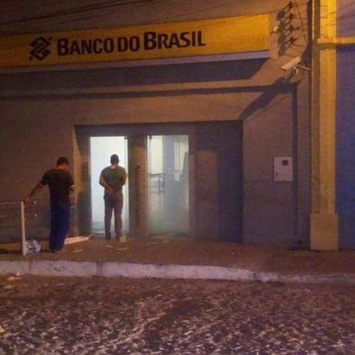 Bando invade agência bancária e explode cofre durante a madrugada em Pio IX