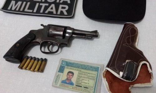 Polícia faz fiscalização em divisa do Estado e prende homem por porte de arma