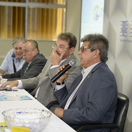 Ex-governadores participam de evento e criticam atual gestão