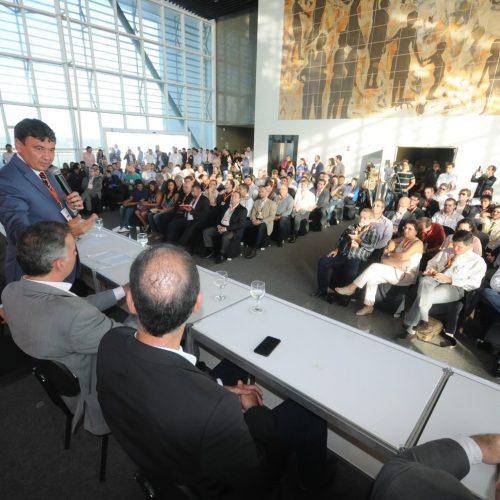 Wellington Dias apresenta potencial eólico do Piauí em congresso