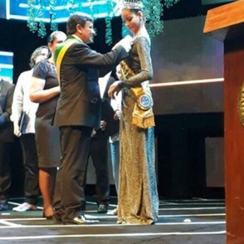 Monalysa Alcântara recebe medalha da Ordem do Mérito Renascença no Piauí