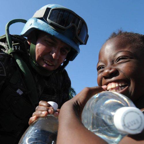 'Eles aprenderam muito conosco', diz piauiense ao voltar após missão no Haiti