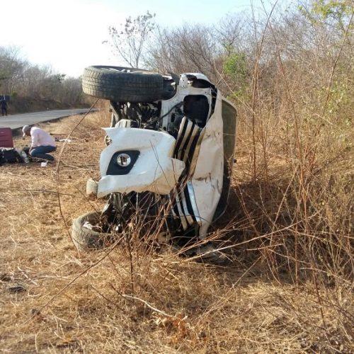 Mais uma acidente PI 135, veículo com prefeito e vereadores capota e fica completamente destruído