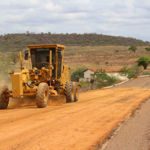 Governo inicia a recuperação de 67 km de asfaltamento entre as cidades de Marcolândia, Simões, Caridade e Curral Novo