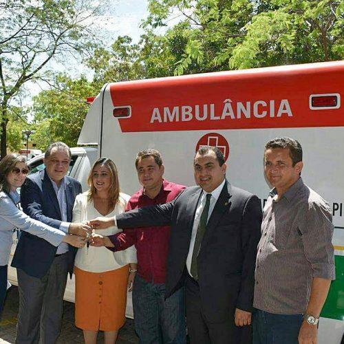 Prefeito Valdinar recebe ambulância para o hospital de Padre Marcos. Veja!