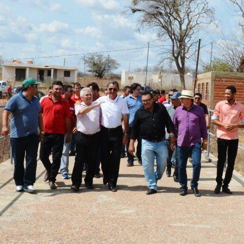 Senador Elmano Férrer visita barragem de Estreito e discute crise hídrica com prefeitos