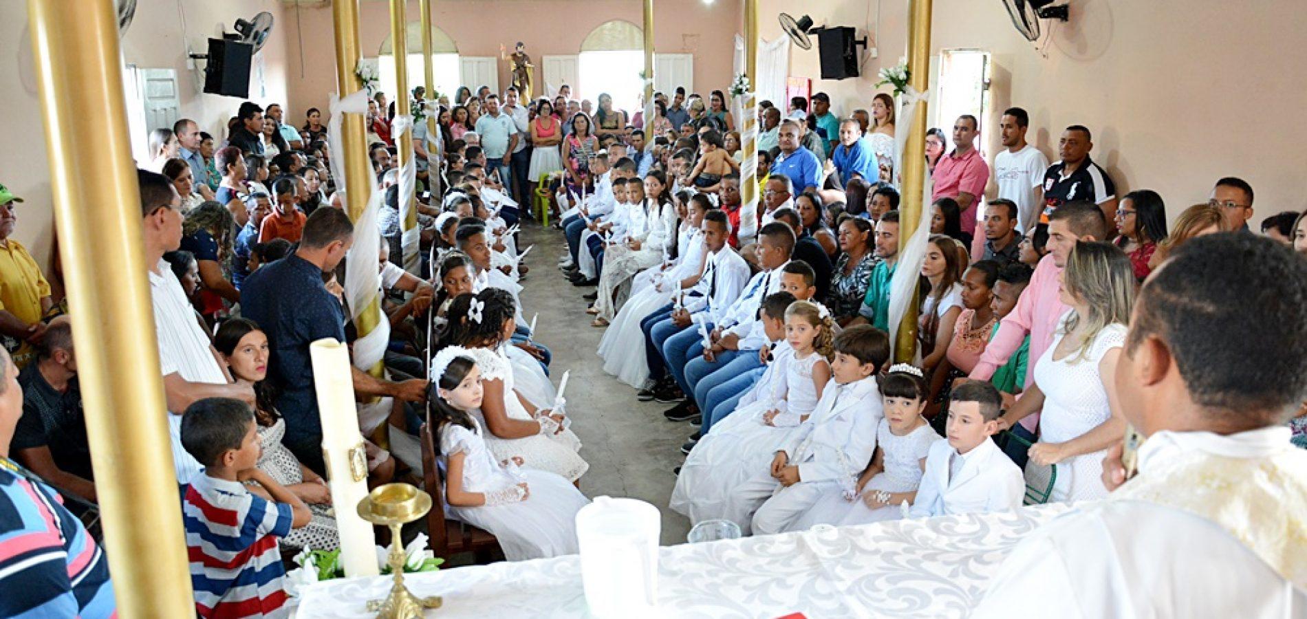 FOTOS | Sacramento do Batismo para 47 crianças e adolescentes em Massapê do PI