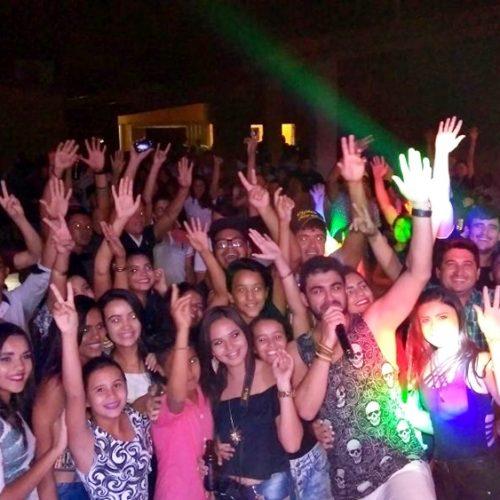 Robson Farra reúne grande público em festa no Bela Vista Clube em Alegrete do Piauí; veja fotos