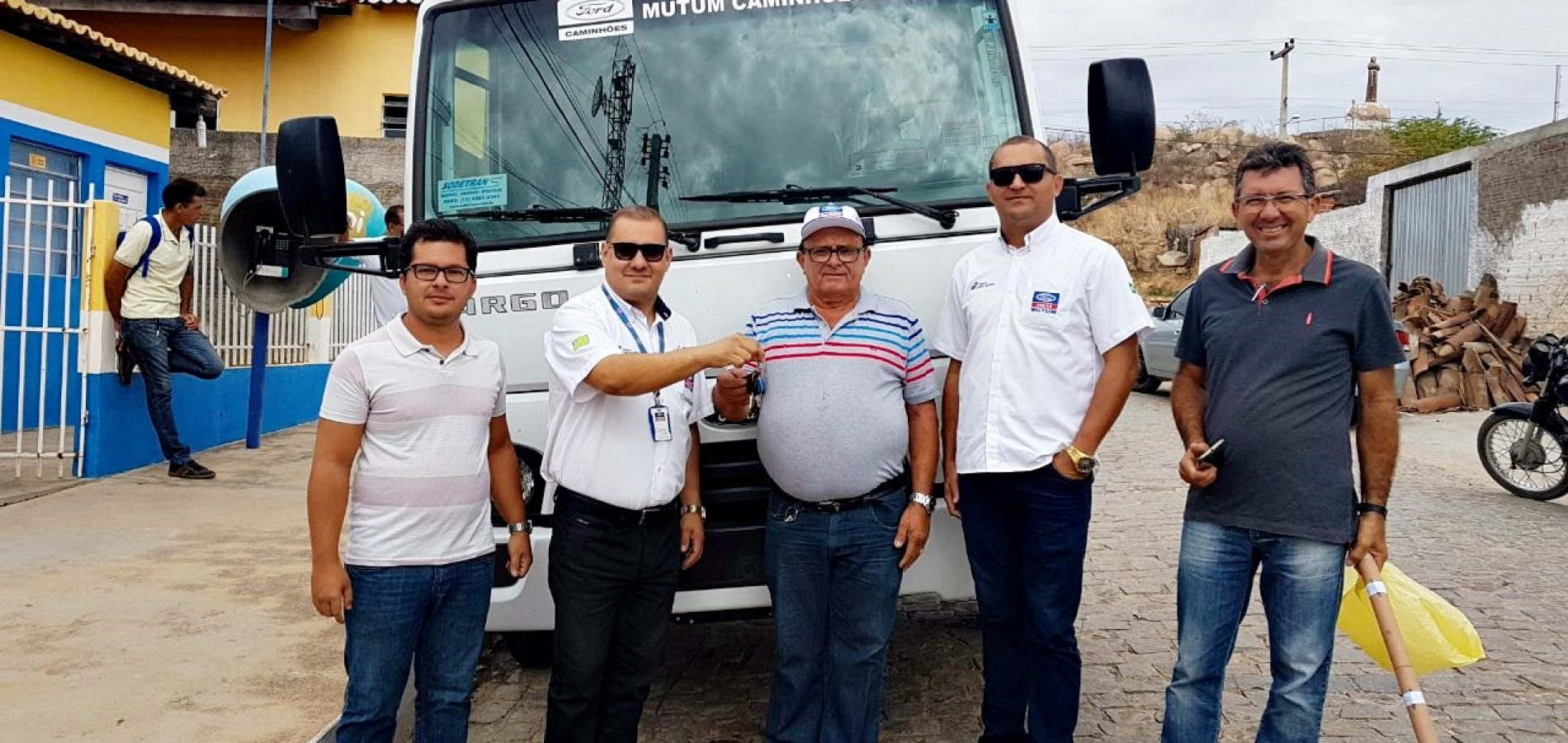 Prefeito Nonato Alencar recebe mais um caminhão para apoio a agricultura familiar de Francisco Macedo
