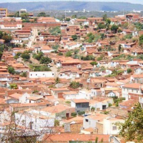 Homem é ferido com golpes de faca no bairro Paroquial em Picos