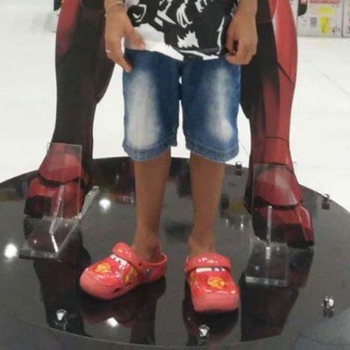 Criança de 5 anos tem dedo do pé amputado após acidente em escada rolante no Piauí