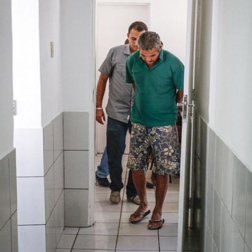 Três são indiciados no caso do garoto achado em cela; penas podem passar de 20 anos