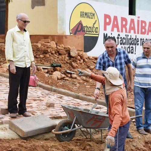 Em Queimada Nova, prefeito Raimundo Júlio visita obras de pavimentação