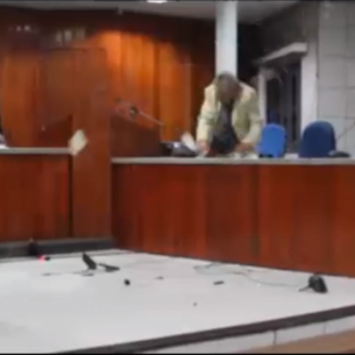 Vereador tem momento de fúria durante sessão no PI: 'ato de protesto'
