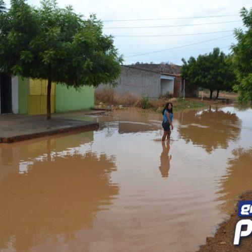 PICOS | Chuva deixa moradores do bairro Junco alagados