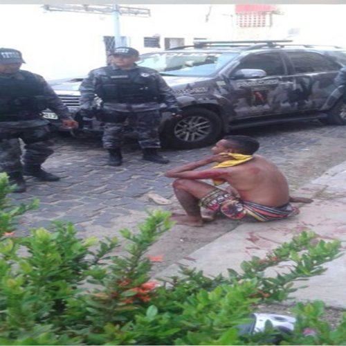 Suspeito de assalto detido com revólver é agredido por populares no PI