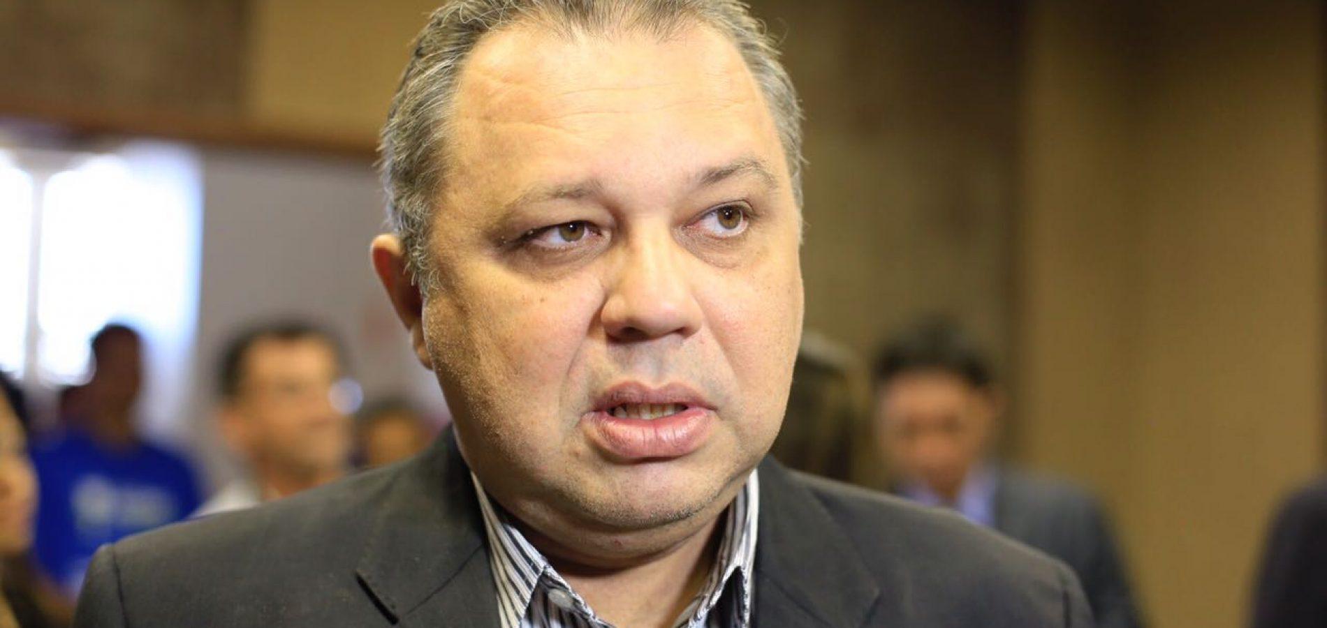 Ministério Público ajuíza ação contra secretário Florentino Neto