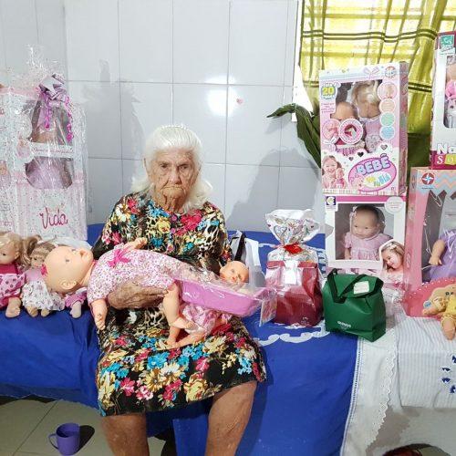 Idosos do abrigo de Picos recebem presentes após campanha online