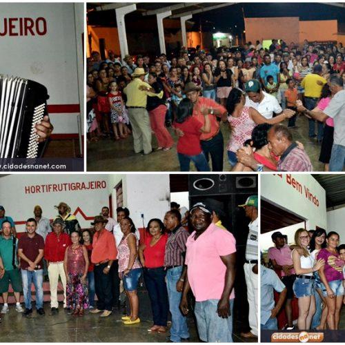 """Sanfoneiro """"Tonho de Corrinha"""" reúne mais de 500 pessoas no forró dos idosos em Alegrete do Piauí; fotos"""
