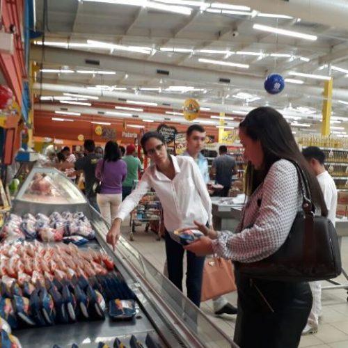 Após denúncia, Ministério Público inspeciona supermercados em Picos