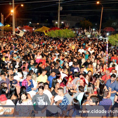 Fenomenal Márcia Fellipe leva multidão a festa do aniversário de Campo Grande do Piauí
