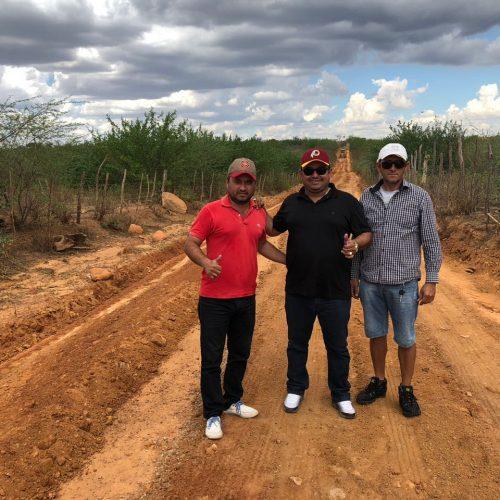 Prefeito Márcio Alencar recupera estradas vicinais em Alegrete do Piauí