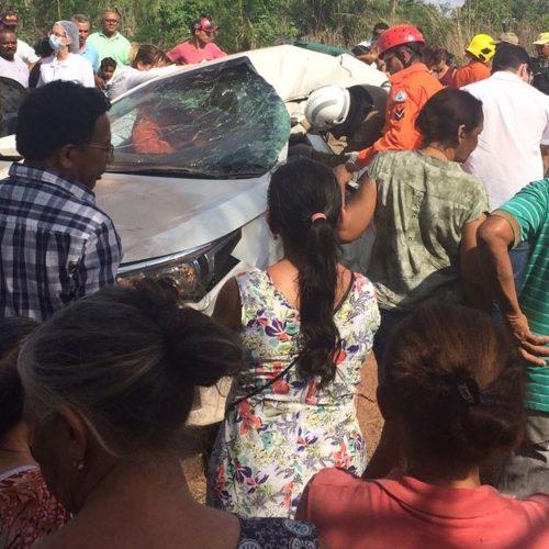 Carro e ônibus colidem em rodovia estadual; duas pessoas ficam feridas