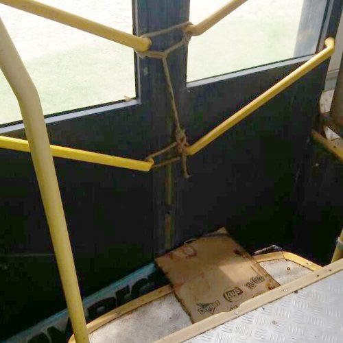 PRF flagra ônibus com porta amarrada com corda durante fiscalização no Piauí