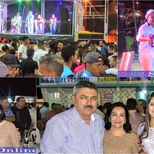 """Prefeitura de Simões promove """"Festa da virada"""" em praça pública"""
