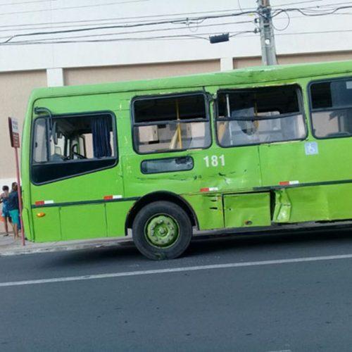 Colisão entre ônibus deixa 20 pessoas feridas no Piauí