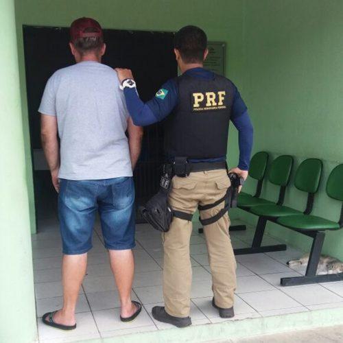 Polícia Rodoviária Federal prende caminhoneiro em Alegrete do Piauí