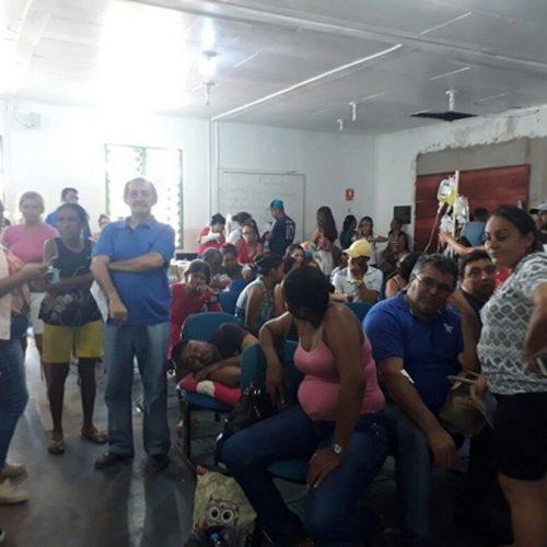 Pacientes e acompanhantes reclamam de demora no atendimento no Hospital Regional de Picos
