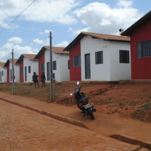 Invasores desocupam mais de 70 casas no Conjunto Lousinho Monteiro em Picos