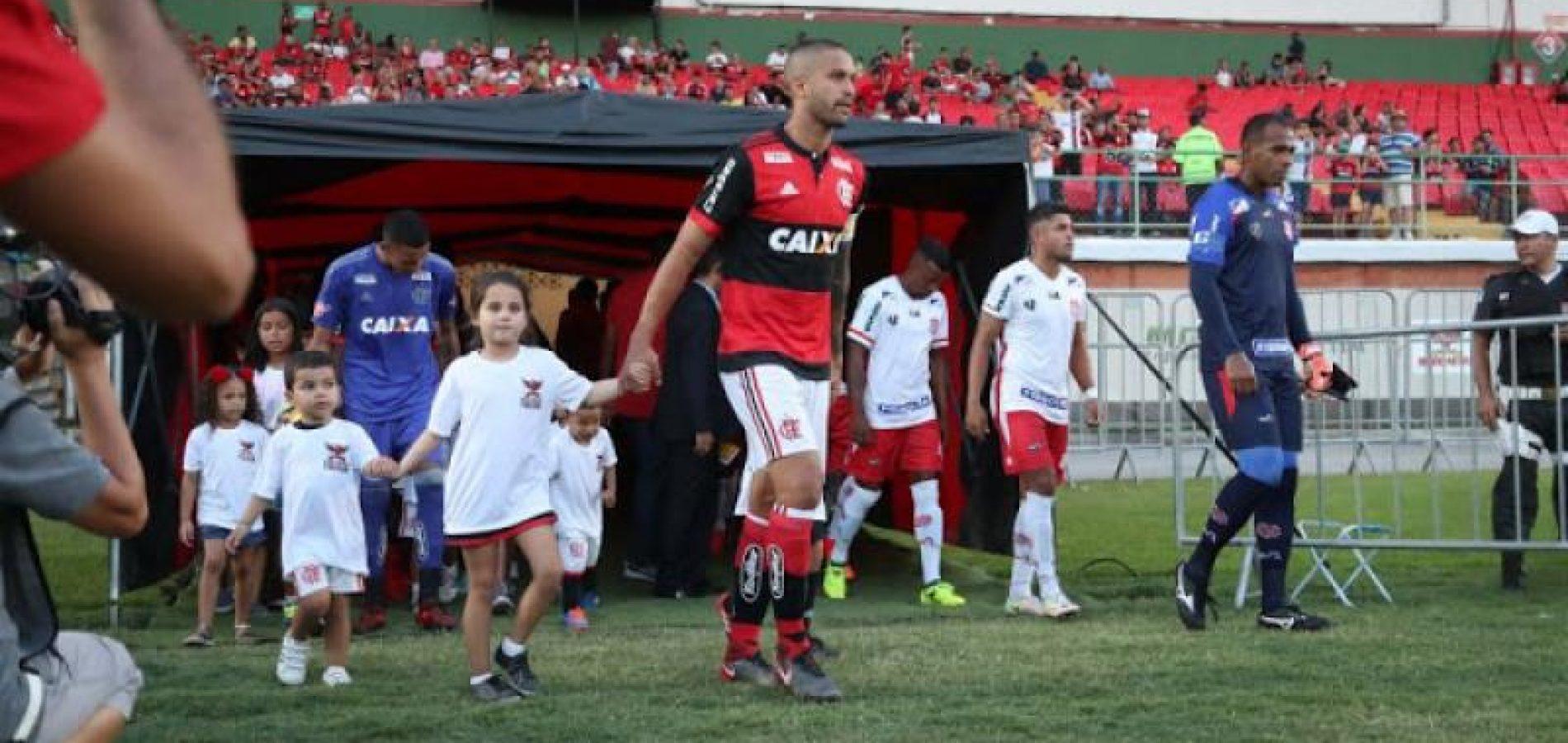Piauiense Rômulo volta como capitão e é aplaudido em vitória do Flamengo