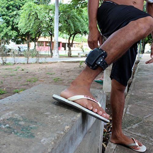 Projeto de lei obriga detentos a comprarem tornozeleira eletrônica