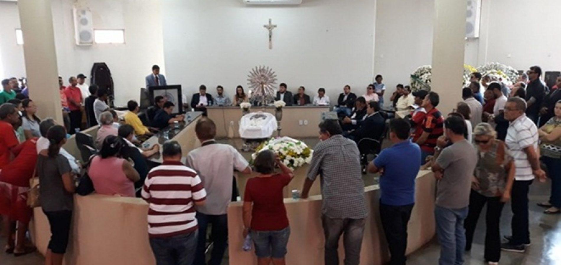 Wellington Dias e diversas autoridades comparecem a velório de João Bosco em Picos