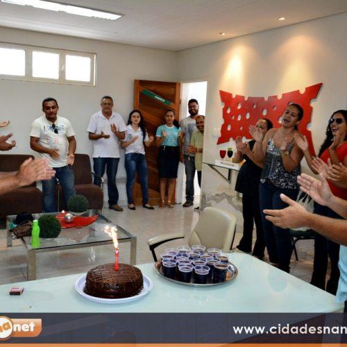 GENTE EM EVIDÊNCIA | Amigos prestam homenageam a Agleison no dia do aniversário